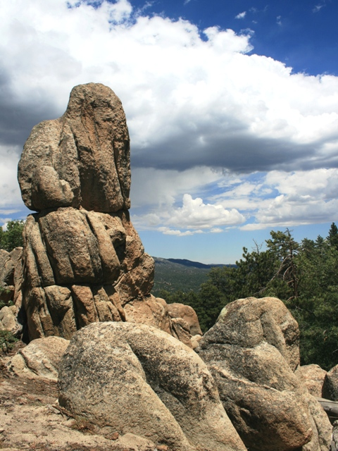 Granite boulders on the trail to Gray's Peak