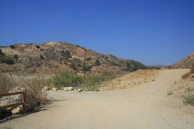 Trail junction, Michael Antonovich Regional Park